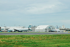 _MG_1100 (WayChen_C) Tags: aircraft boeing 777 777300 rckh khh aircfaft airplane cathaypacific bhne   747 747400 bhui