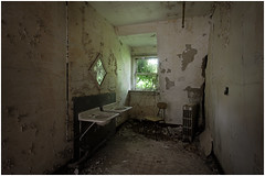 washroom decay (Steven Kuipers) Tags: exploring explore urbanexplore urbex asylum psychiatrichospital hospital window chair sinks sink crumbling decay bathroom