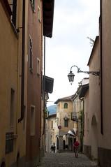 (Tokil) Tags: biella italy città city urban centro center storico historical italia via street vicolo alley nikond90