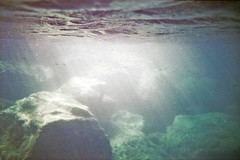 film (La fille renne) Tags: film analog 35mm lafillerenne lomography lomolca agfavistaplus400 krab underwater snorkeling sea mediterranean raodtrip travel light water