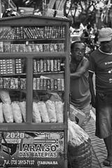Aquele olhar (flaviossantos) Tags: rua streetphotography fotografia de calle dandy barraquinha doces vendedor ambulante pb black white