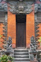 Welcome To Bali! (TablinumCarlson) Tags: indonesia indonesien bali tr door leica dlux 6 denpasar puputanplatz puputan museum negeri propinsi museumnegeripropinsi asien asia entry eingang