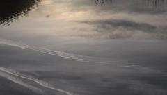 Morgens an der Alten Sorge; Bergenhusen, Stapelholm (11) (Chironius) Tags: bergenhusen stapelholm schleswigholstein deutschland germany allemagne alemania germania    ogie pomie szlezwigholsztyn niemcy pomienie sorge fluss river rivire rio  fiume stream spiegelung refleksion reflection rflexion riflessione  reflexin yansma wasserspiegel morgendmmerung sonnenaufgang morgengrauen  morgen morning dawn sunrise matin aube mattina alba ochtend dageraad zonsopgang   amanecer morgens dmmerung himmel sky ciel cielo hemel  gkyz wolken clouds wolke nube nuvole nuage