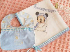Fraldinha babete Lourenço I (AnnCrafts Artesanato) Tags: baby handmade bib bebé pintadas pintura tecido bibe babetes pinturaemtecido fraldinhadebebé acessóriosdebebé towelbabymouth produtosbebé