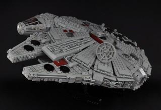 Millennium Falcon - Exterior (1)