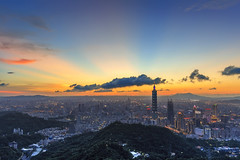 - Sunset glow at Mt. Giowu (basaza) Tags:  1635 30d canon 101 taipei101 taipei