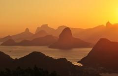 Rio de Janeiro... PARABÉNS!! todos nós, Brasileiros, agradecemos!! (Ruby Ferreira ®) Tags: silhouettes silhuetas pôrdosol sunset morrodaviração parquedacidade christtheredeemermonument bay baíadaguanabara hills layers