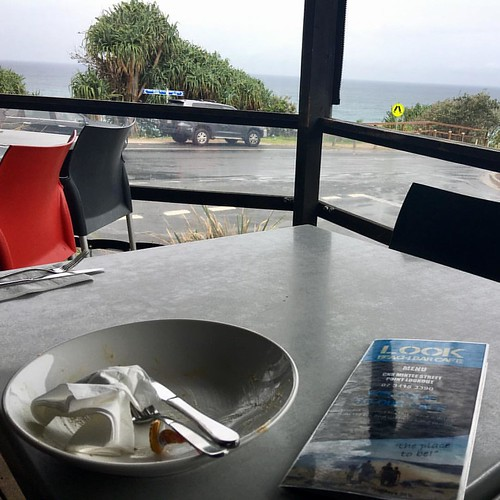 #weekend #biblesociety #biblejoe #pointlookout #lunch #whalewatching  Just enjoyed a very nice mango and chicken salad at Pt Lookout watching the whales play in the rain