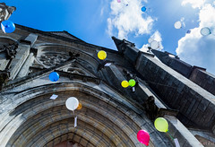 Flying away (Lalykse) Tags: blue wedding sky church balloons marriage bluesky bleu ciel 1855 mariage ballons église cielbleu nikond3200