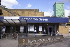 Edmonton Green Station, Station Approach, N9 (Tetramesh) Tags: uk greatbritain england london unitedkingdom britain londres gb londra britishrail londen londinium lontoo llondon tfl railtrack londone britishrailways londyn llundain londýn networkrail лондон lunnainn londain londono tetramesh londonoverground londrez λονδίνο loundres lorol londonovergroundrailoperationsltd londër lùndra лондан londonovergroundrailoperations southburyloop churchburyloop sevensistersline enfieldtownbranch