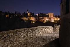 Vereda de Enmedio (Antonio_Luis) Tags: vereda enmedio granada alhambra anochecer ocaso paisaje urbano calle empedrado peatonal monumento unesco sacromonte andalucia patrimonio humanidad