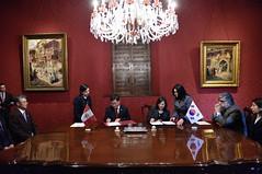 Per y Corea intercambian instrumentos de ratificacin del Tratado sobre Asistencia Judicial en Materia Penal (Cancillera del Per) Tags: intercambio snchez corea judicial canciller penal tratado cancillera embajador keunho