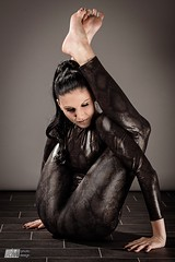 Contortion (Michael Muth - RM Photodesign) Tags: contortion frontbend catsuit girl