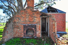heart of the home (holly hop) Tags: mortlock homestead dunluce australia centralvictoria farm sheepfarm abandoned empty rustyandcrusty rusty ruins decay ruraldecay derelict green outdoors hww newwallwednesday