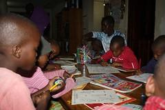 Kinderen aan het kleuren