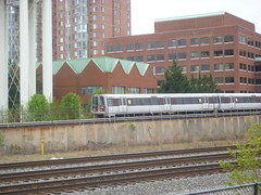 201504184 Washington subway (taigatrommelchen) Tags: city railroad urban usa building alexandria train subway railway va transit elevated mass virgina wmata 20150417