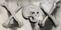 Greyfriars Kirkyard (richardr) Tags: skull crossbones necropolis graveyard grave tomb gravestone tombstone kirkyard churchyard greyfriars greyfriarskirkyard scotland scottish edinburgh britain british greatbritain uk unitedkingdom europe european history heritage historic old
