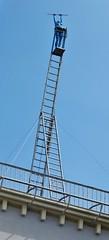 Akrobatin blau und nackt auf der Himmelsleiter (zikade) Tags: leiter frau nackt blau figur kunst michelstadt odenwald