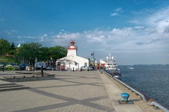160713-40 Port de Trois-Rivires (clamato39) Tags: troisrivires provincedequbec qubec canada eau water phare lighthouse fleuvestlaurent stlawrenceriver ciel sky port