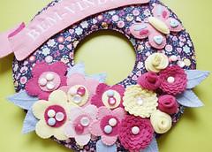 Guirlanda flores (Meia Tigela flickr) Tags: baby flores floral felt guirlanda borboleta porta beb quarto manual feltro decorao maternidade bordado enfeite bemvindo quartinho