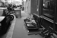 Enjoying the couch (Amelien (Fr)) Tags: 1100 11 125 2016 400 50mm amg analog argentique believeinfilm capturedonrealfilm epson fp4 film leica mp msoptical pellicule r09 rodinal sonnetar blackandwhite bw filmisnotdead homescanned monochrome nb noiretblanc pushed standdevelopment v550