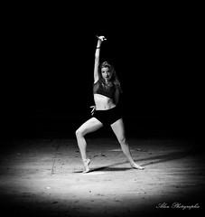 alice-5 (alan.velain) Tags: 20160525 abandonn alice cheveuxlong danceuse farine hangard jolie sexy danseuse poussire deuxpices canon 6d alanphotographiecom alanvelain