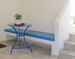 Greece (maria xenou~photodromos~) Tags: flowers blue summer white stairs table mediterranean sommer july greece simplicity juli blau monday simple tisch griechenland sitzecke bluewhite blumentopf simplebeauty mittelmeer  kalimera mondayblues seatingarea         canoneos1100d   blueimpressions