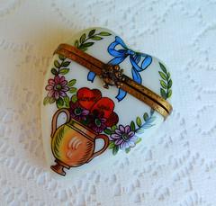 Limoges France Peint Main Porcelain Trinket Box Love You Hearts ~ Artist Signed (Donna's Collectables) Tags: limoges france peint main porcelain trinket box love you hearts ~ artist signed