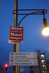 "Wahlplakat: ""Hier knnte ein Nazi hngen"" (Pascal Volk) Tags: berlin nacht night blauestunde bluehour wahlplakat diepartei sonydscrx100 prenzlauerberg berlinpankow prenzlberg"