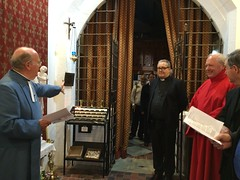 Briefing visiting clergy.. (goforchris) Tags: cumbrae cathedraloftheisles scottishepiscopalchurch anglican celebrations 140years dioceseofargyllandtheisles choralevensong preparations