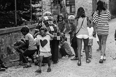 il lato bello e il lato brutto della pignattaccia (Giada Castorrini) Tags: pignatta piata kids crying smiling laughing run candies sweets blackandwhite