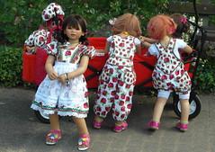 Rcksichtslos ... (Kindergartenkinder) Tags: kindra milina tivi setina sanrike annemoni outdoor rosengarten seppenrade kindergartenkinder annette himstedt dolls