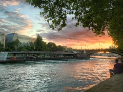 Paris quai de seine (romain.cacace) Tags: paris france soleil rivière notredame lumiere pont saintgermain soirée soir péniche nofilter saintmichel quaideseine couchedesoleil