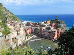 Vernazza, Italy (CLAUDIA COTA) Tags: vernazza italia italy laspezia cinqueterre europa europ travelers traveling travel holidays photography fotografa paisajes landscapes water towns pueblosconmagia acantilados rocoso turismo tourism