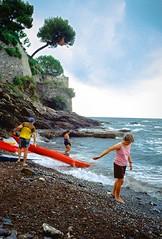 Nervi (Etumies) Tags: streetphotography filmphotography analogousphotography leica leicaphotography italia italy nervi liguria ligure canoe beach beachlife seascape