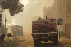 Feu de fort (fredomarseille) Tags: france fire vent marseille camion fireman provence t flamme pompier feu incendie fume lumire chaleur carrylerouet bouchesdurhone ensueslaredonne