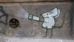 grafitti (germn :)) Tags: grafitti montevideo ciudad vieja mouse raton flashlight linterna humour