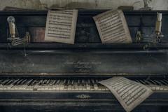 Where words fail, music speaks (solapi) Tags: piano dekay derelict deserted abandoned aside astray abbandonato urbex urban uninhabited creepy cast castelo chateau