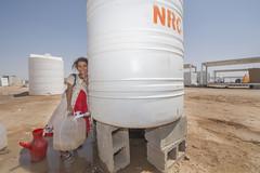 Hardship in the Desert_321 (EU Humanitarian Aid and Civil Protection) Tags: iraq fallujah anbar water nrc norwegianrefugeecouncil children desert