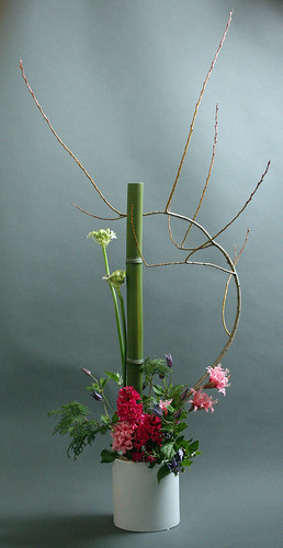 Arrangement for IFDA table at Potomac Wholesale Flower Show