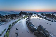 Walking to the sun (Tiago Mar) Tags: sunset landscape atardecer paisaje 09 reverse vasco vizcaya nisi barrika cantbrico pas nikon1835 nikond610 haidagnd09