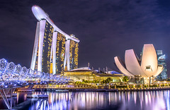 Marina Bay Sands nightscape (Junwon Photography) Tags: mbs marinabaysands helixbridge nightscape cityscape merlionpark singapore singaporephotography exploresingapore beautifulcity beautifulpicture nikonphotography d3200 nikkor nikonphoto landscape nightphotography singaporepicture traveller travel explore