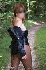 elle262 (Cuir Couple) Tags: cuir leder leather cuero veste jacket jupe skirt pantalon pant hosen mistress maitresse cuissardes matre master bondage bdsm cravache martinet