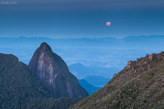 Vezak, a Lua Cheia de maio (Waldyr Neto) Tags: moon mountains moonrise lua montanhas luacheia vezak