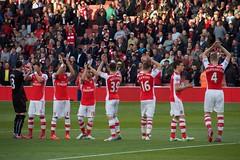 Arsenal greet their fans 2 (Ronnie Macdonald) Tags: football emirates arsenal futebol gooners sunderlandafc barclayspremiership ronmacphotos