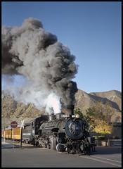 481 crossing the street in Durango (TrainsandTravel) Tags: usa étatsunis vereinigtestaaten narrowgauge voieetroite schmalspur durangosilverton durangosilvertonnarrowgaugerailroad durango colorado dsngr drgw k36 282
