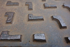 Abdeckung (Pascal Volk) Tags: macro berlin texture closeup pattern struktur makro muster nahaufnahme berlinlichtenberg textur landsbergerallee flickrphotowalk macrotextures macromondays macrodreams sonydscrx100 flickr10photowalk