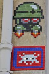 Invader + Mega Matt_7596 Paris 11 (meuh1246) Tags: streetart paris ruesaintmaur paris11 invader megamatt mettaur mosaque casque soldat