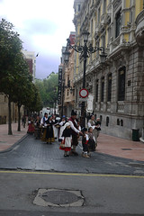 Folk astur (Jusotil_1943) Tags: gente asturianos asturias folclore oviedo nios seales trafico