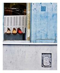 le magasin de chaussures (Marie Hacene) Tags: paris magasin boutique chaussure mur wall